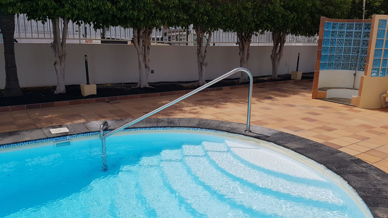 Pasamanos para piscina estructuras met licas lanzarote s for Estructura para piscina